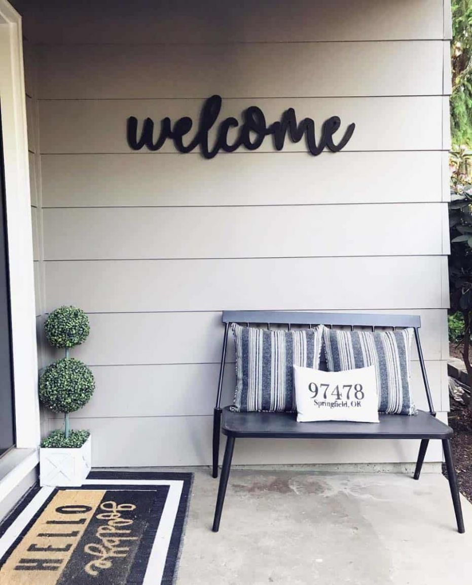 9 Gorgeous And Inviting Farmhouse Style Porch Decorating Ideas