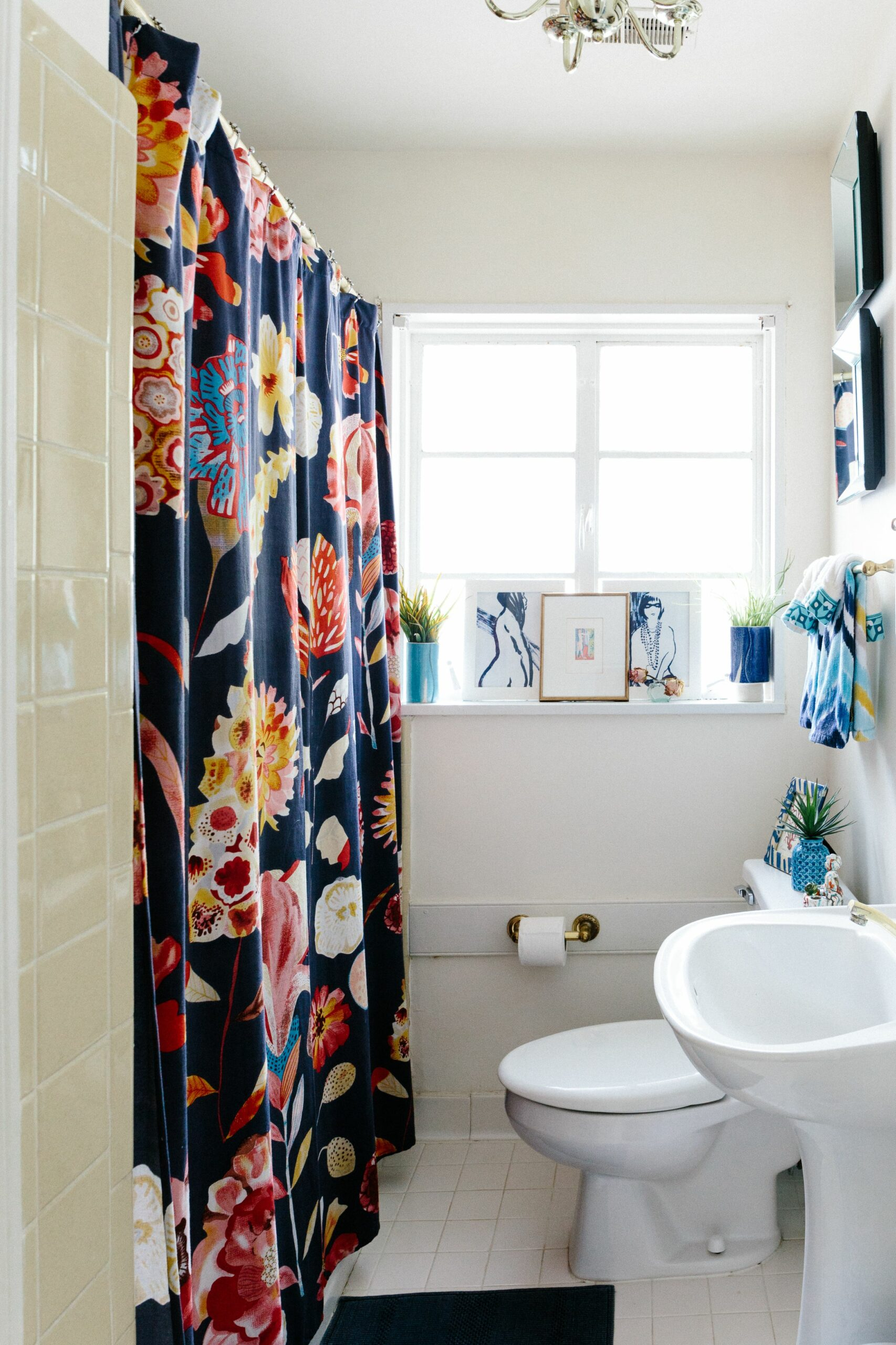 9 Reversible Ideas to Overhaul Your Rental Bathroom NOW ..