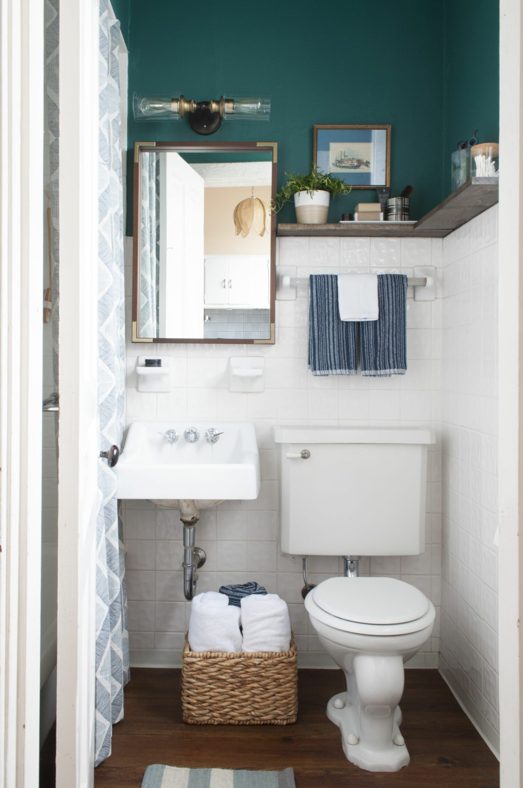 9 Stylish Solutions for Ugly Rental Bathrooms | Apartment Therapy - bathroom ideas rental