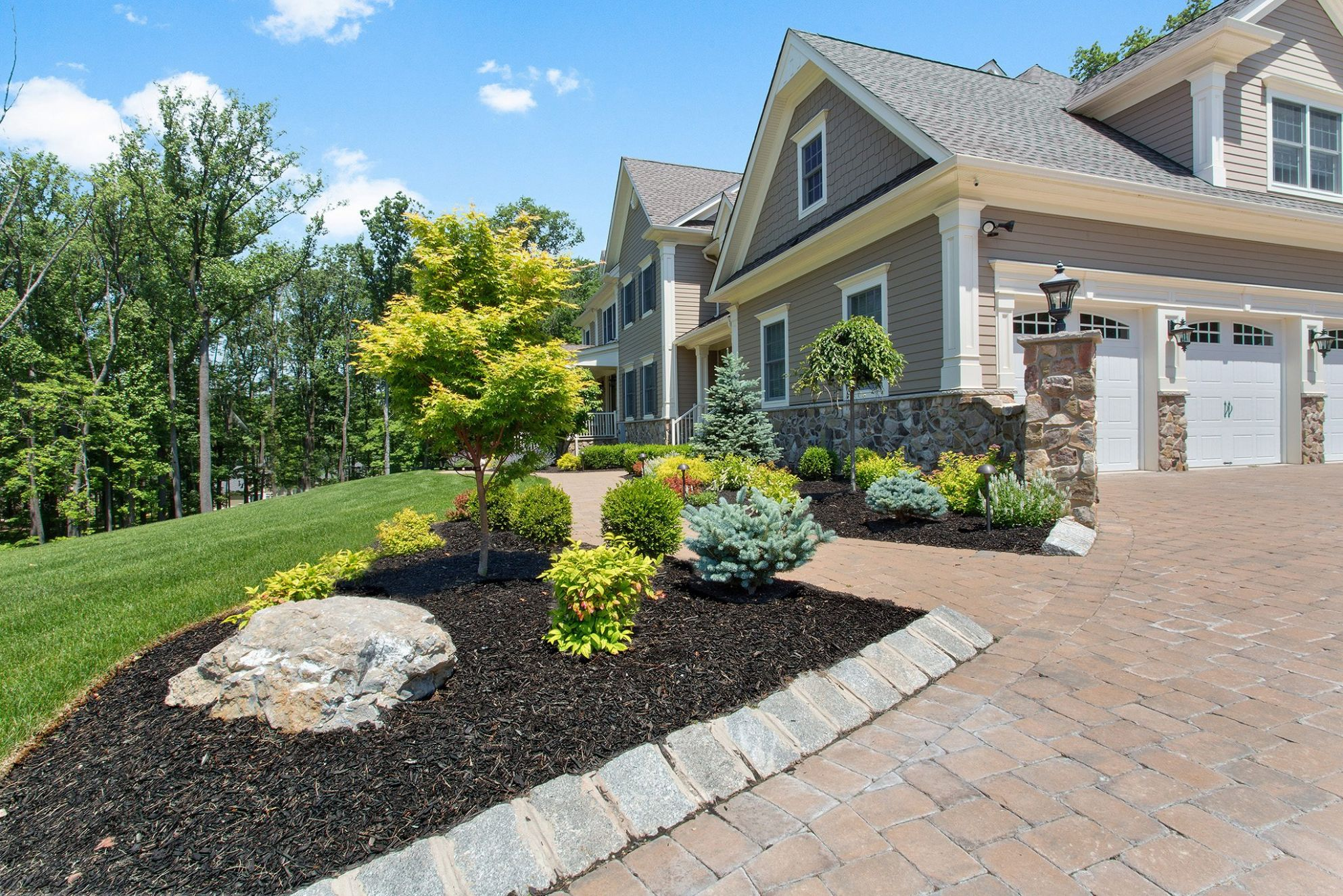 9 Unique Front Yard Landscape Ideas for Your Somerset County Home