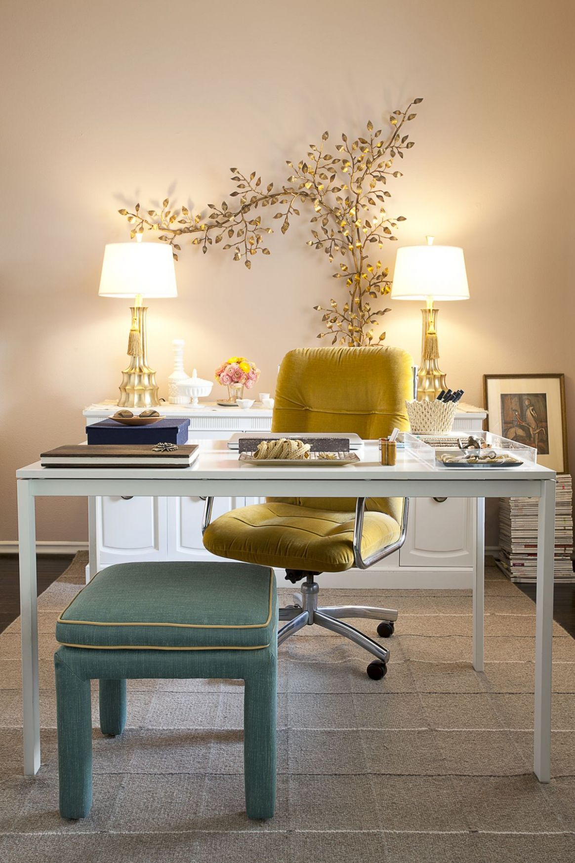 9 Wall Decor Ideas to Take to The Office - wall decor ideas for office