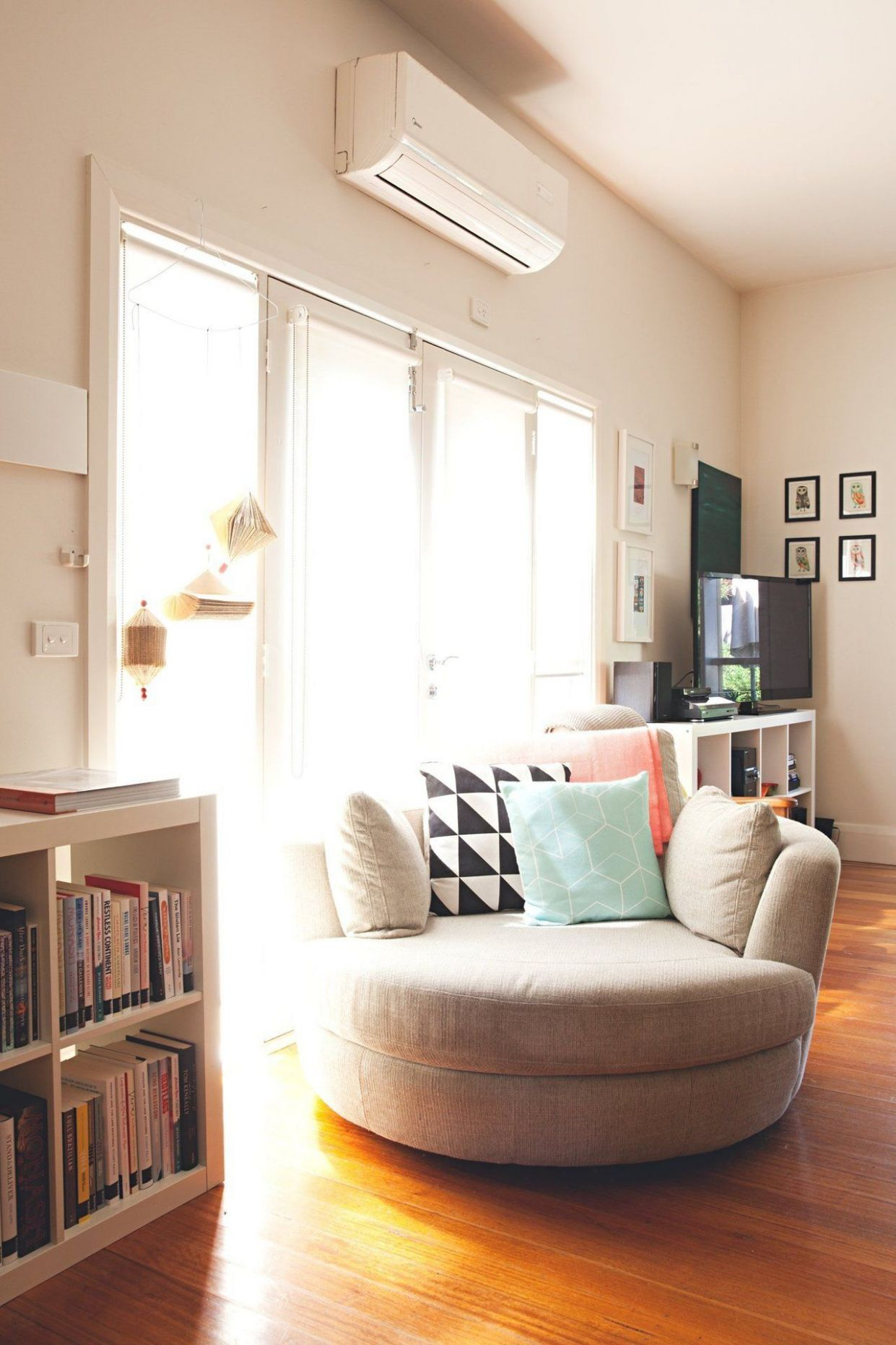 A Happy, Colorful Home in Australia (With images) | Apartment ..