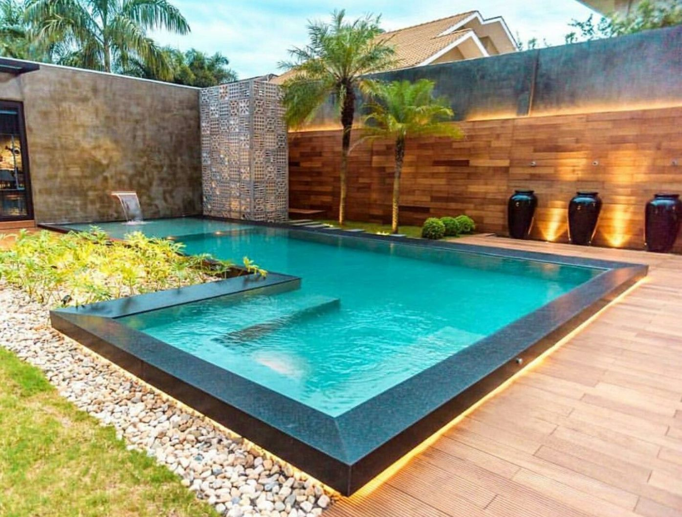 A modern, L.-shaped pool (With images) | Swimming pools backyard ..