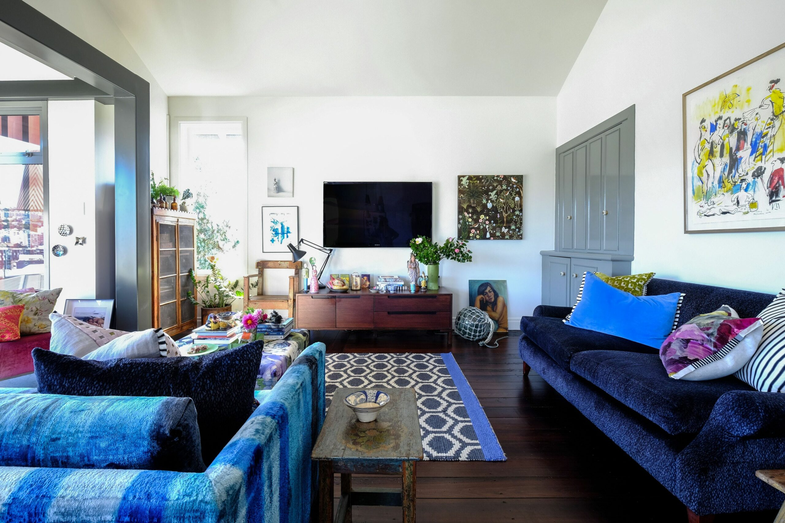 A Perfectly Imperfect, Colorful New Zealand Home (With images ..