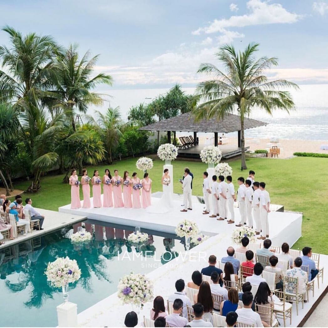 A wedding by the pool' Coordinating your decor with the elements ...