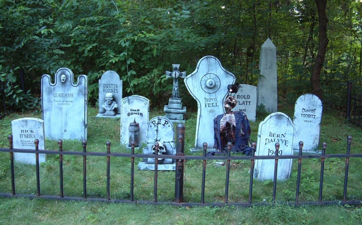 Amazing halloween yard cemetery decor. Love the crow with the ...