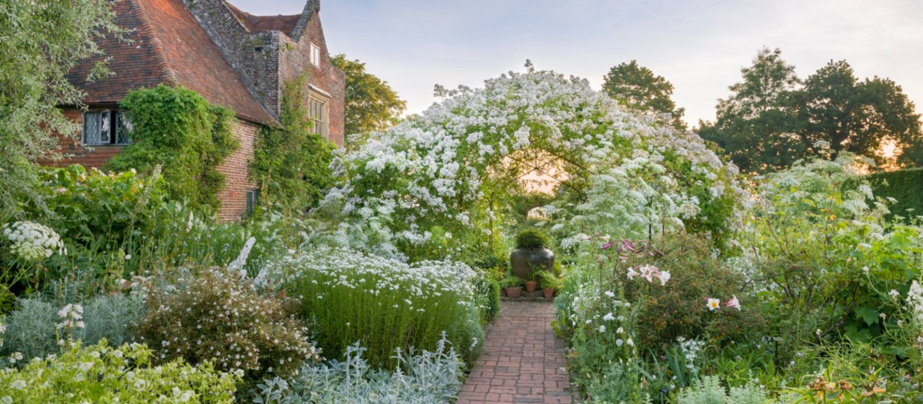 An Ode to the English Garden (With images) | English garden ..