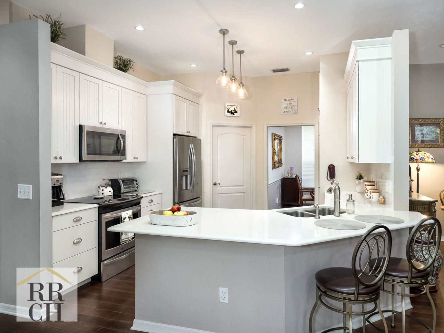 Angled Peninsula To Open Up View | Curved kitchen, Kitchen remodel ..
