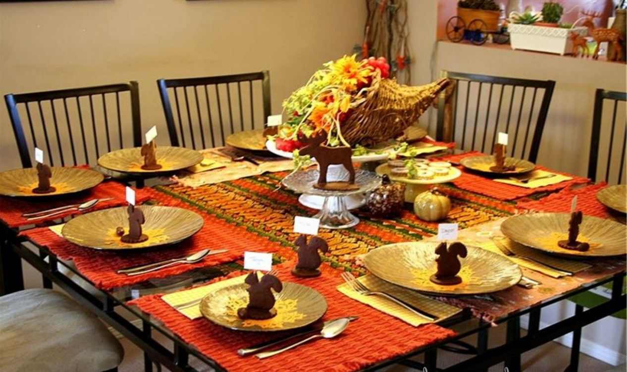 Astounding Dining Room Tablecloth Ideas and Breathtaking Round ..