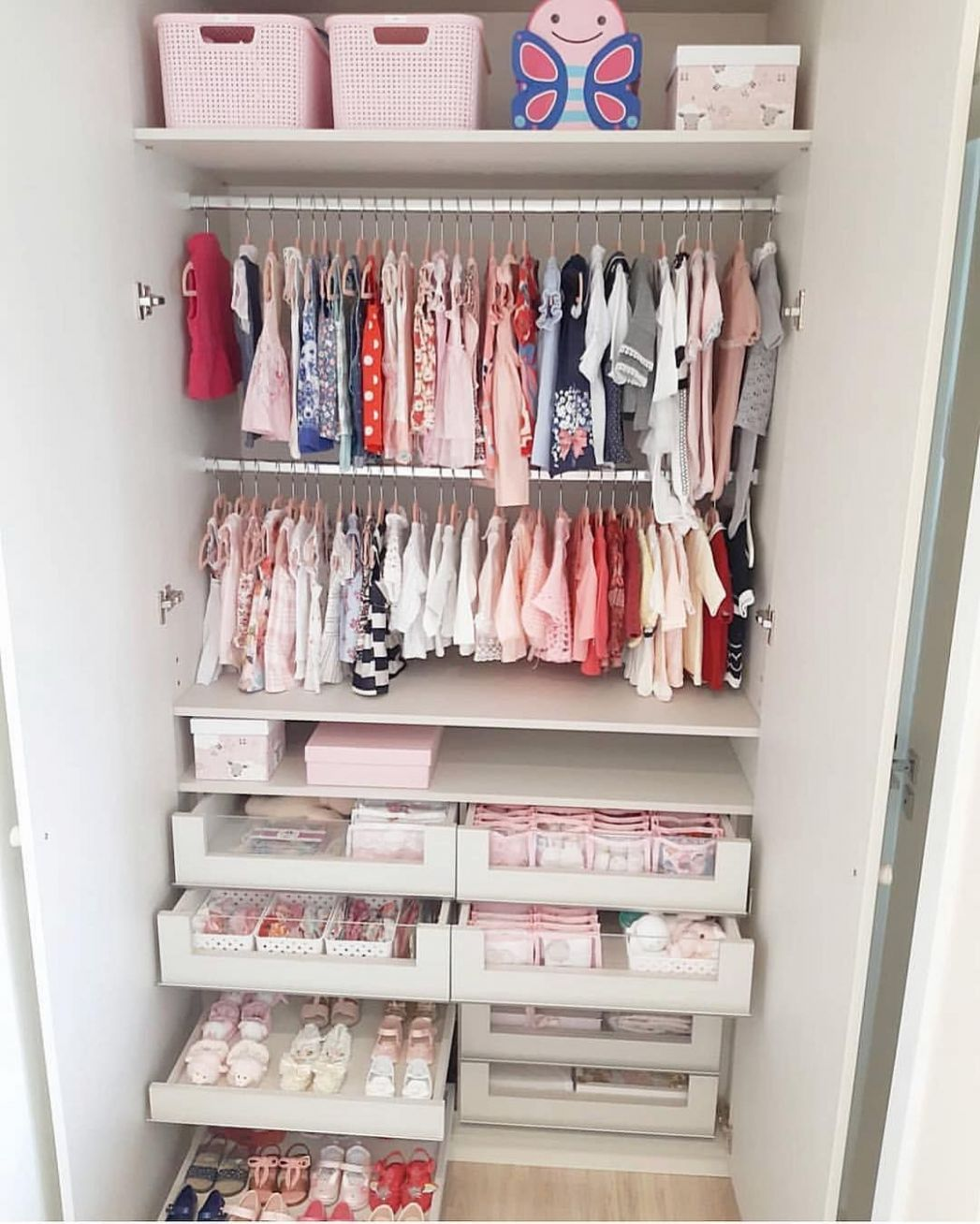 Baby closet organization goals!😍 Credit to @fabi_bartolli | Baby ...