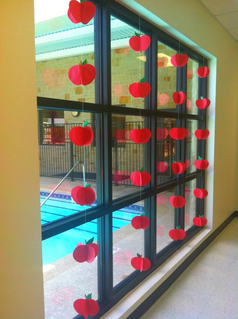 Back to School Apple Window Display (With images)   Classroom ...