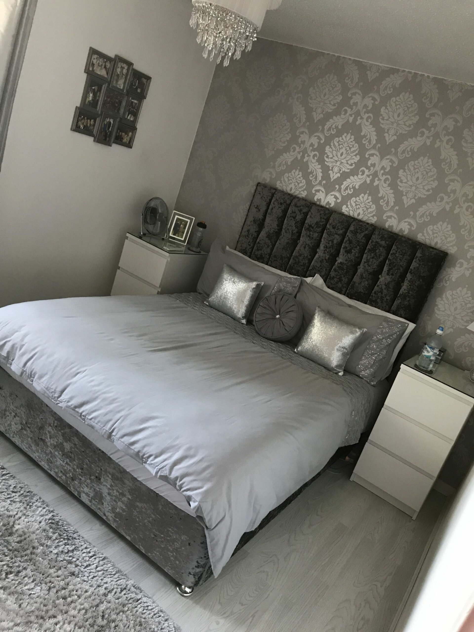 Beautiful grey bedroom ideas with mirrored furniture to inspire ...