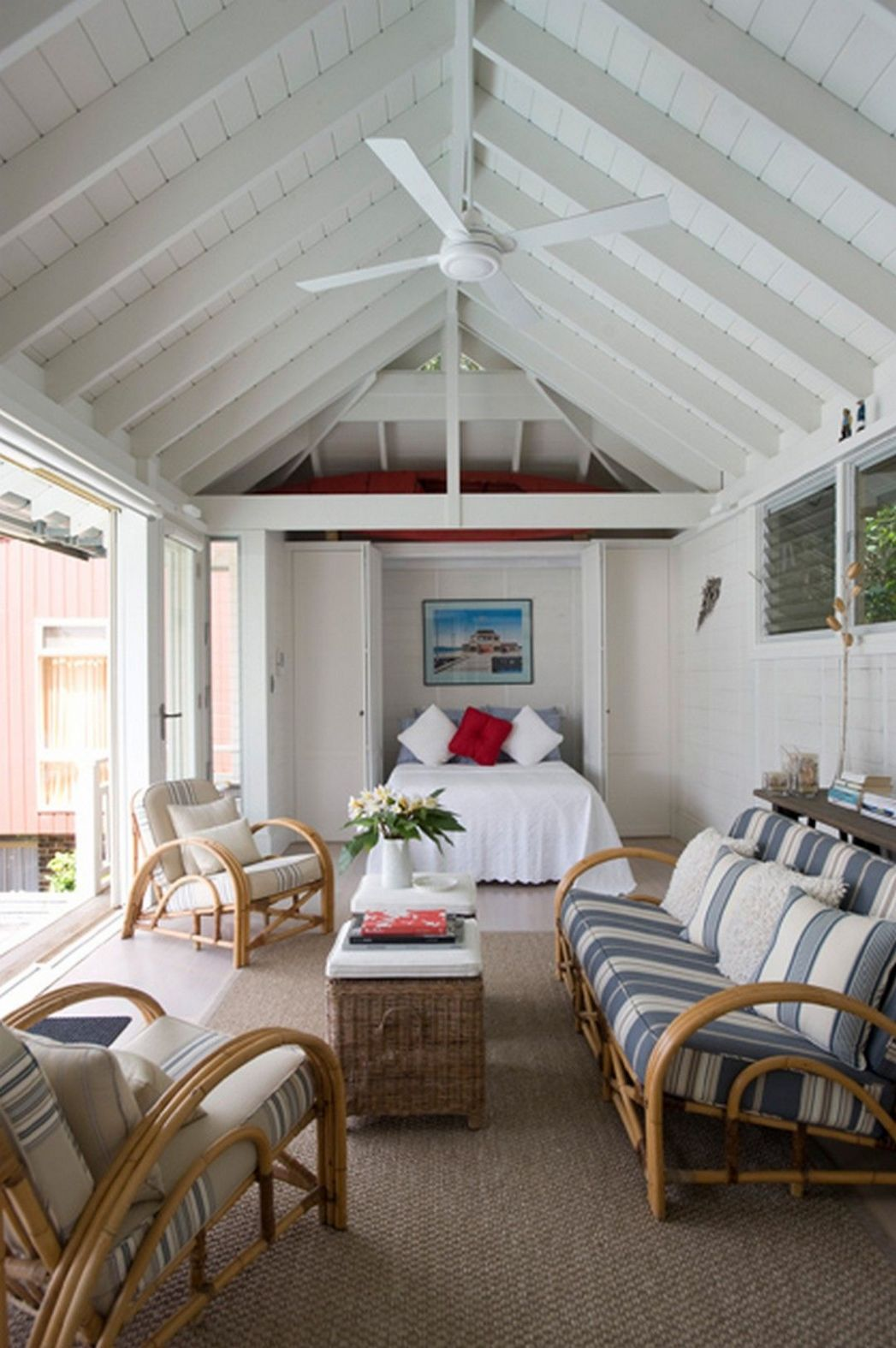 Beautiful Pool House Decorating Ideas On A Budget (With images ...