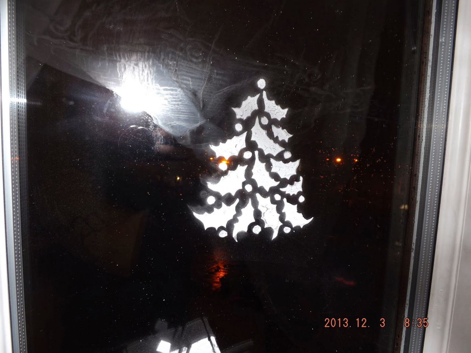 Between Two Wor(l)ds: Snow spray decoration for windows 10