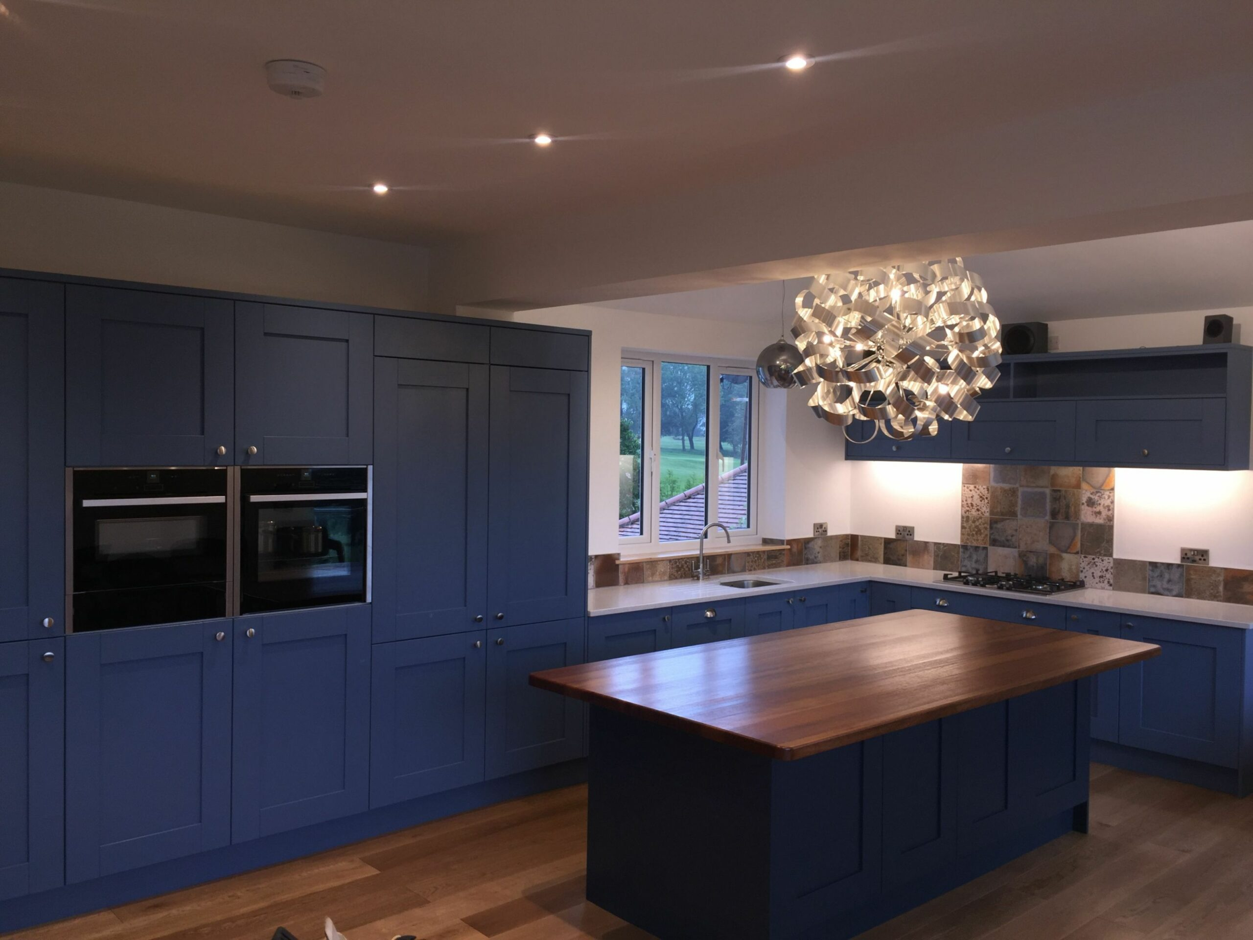 Complete shot of 11m x 11m L-shape kitchen with island. (With images ..