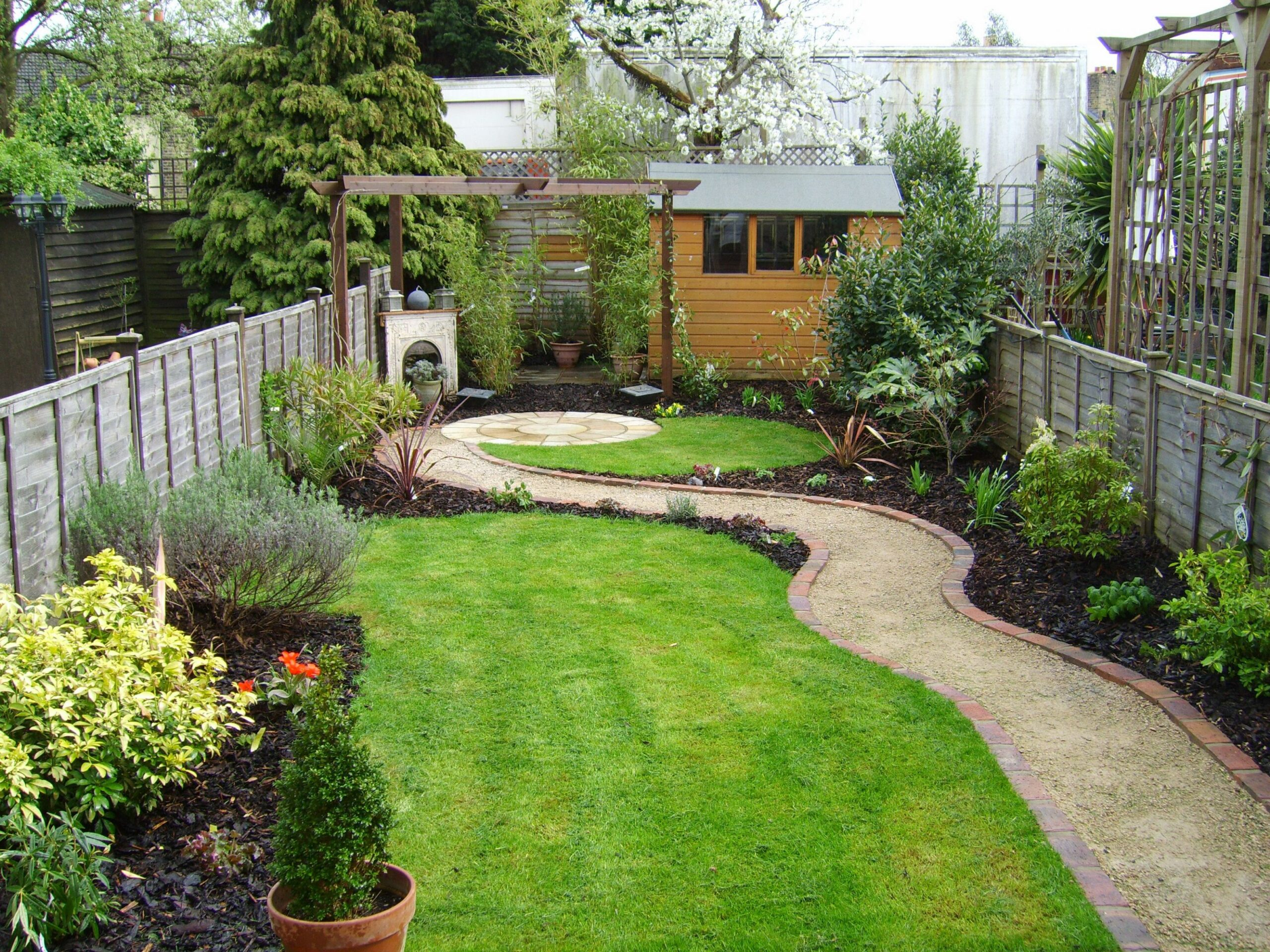 Cottages For You (With images) | Narrow garden, Small garden ...
