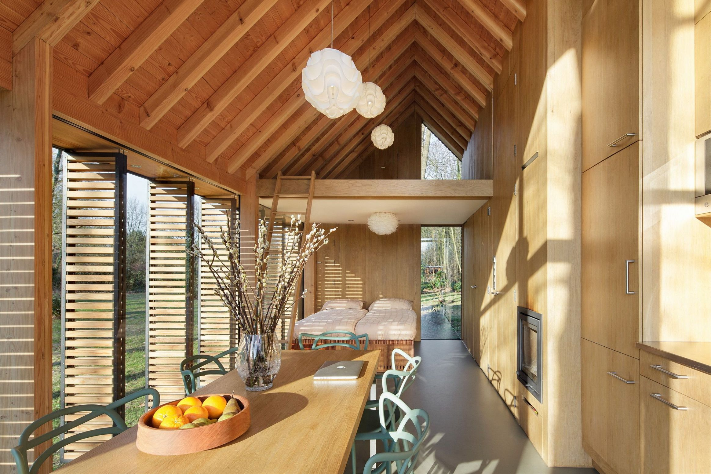 Could you live in this modern glass cabin? | Contemporary cottage ...