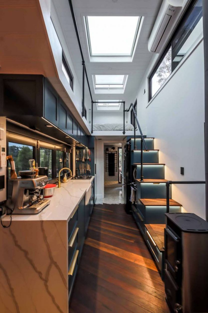 Couple constructs stunning, ultra-modern tiny house together ...