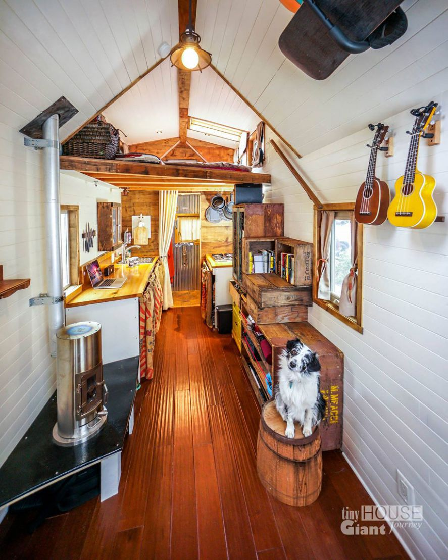 Couple Quits Their Jobs, Builds Tiny House On Wheels And Lives By ..
