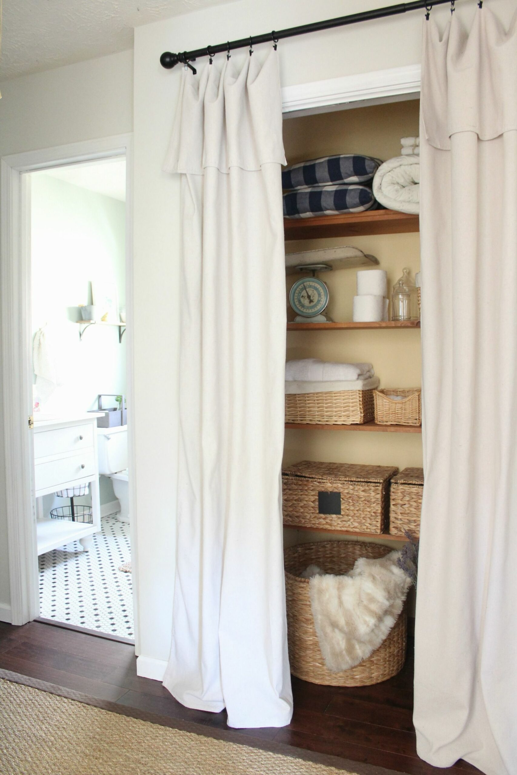 Create a New Look for Your Room with These Closet Door Ideas (With ..