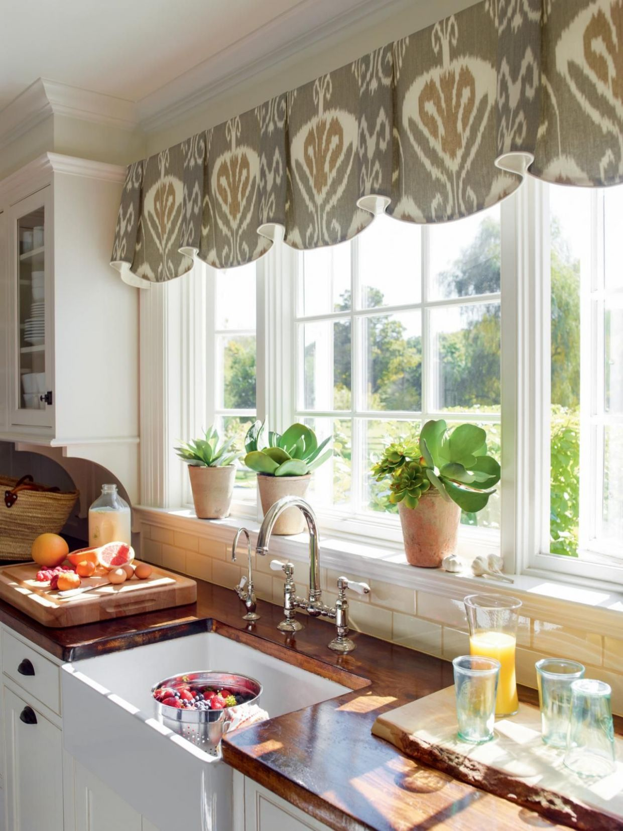Creative Kitchen Window Treatments: HGTV Pictures & Ideas (With ..