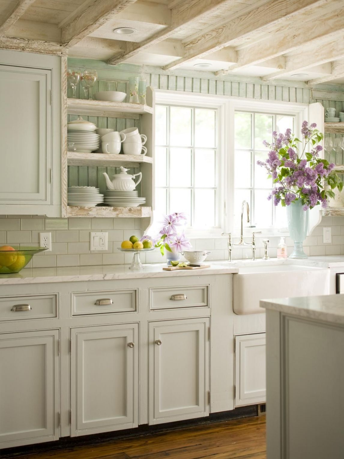 Decorate a Farmhouse Kitchen (With images) | Cottage kitchen ...