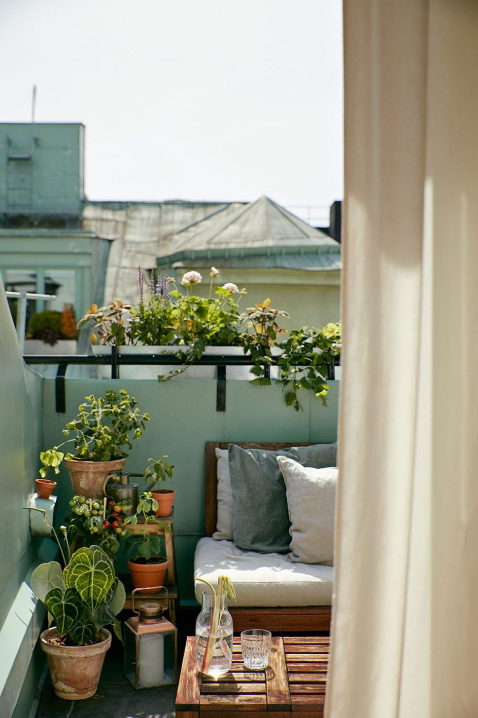 Eight Modern Urban Jungle Patios That are Perfect for Lounging ..