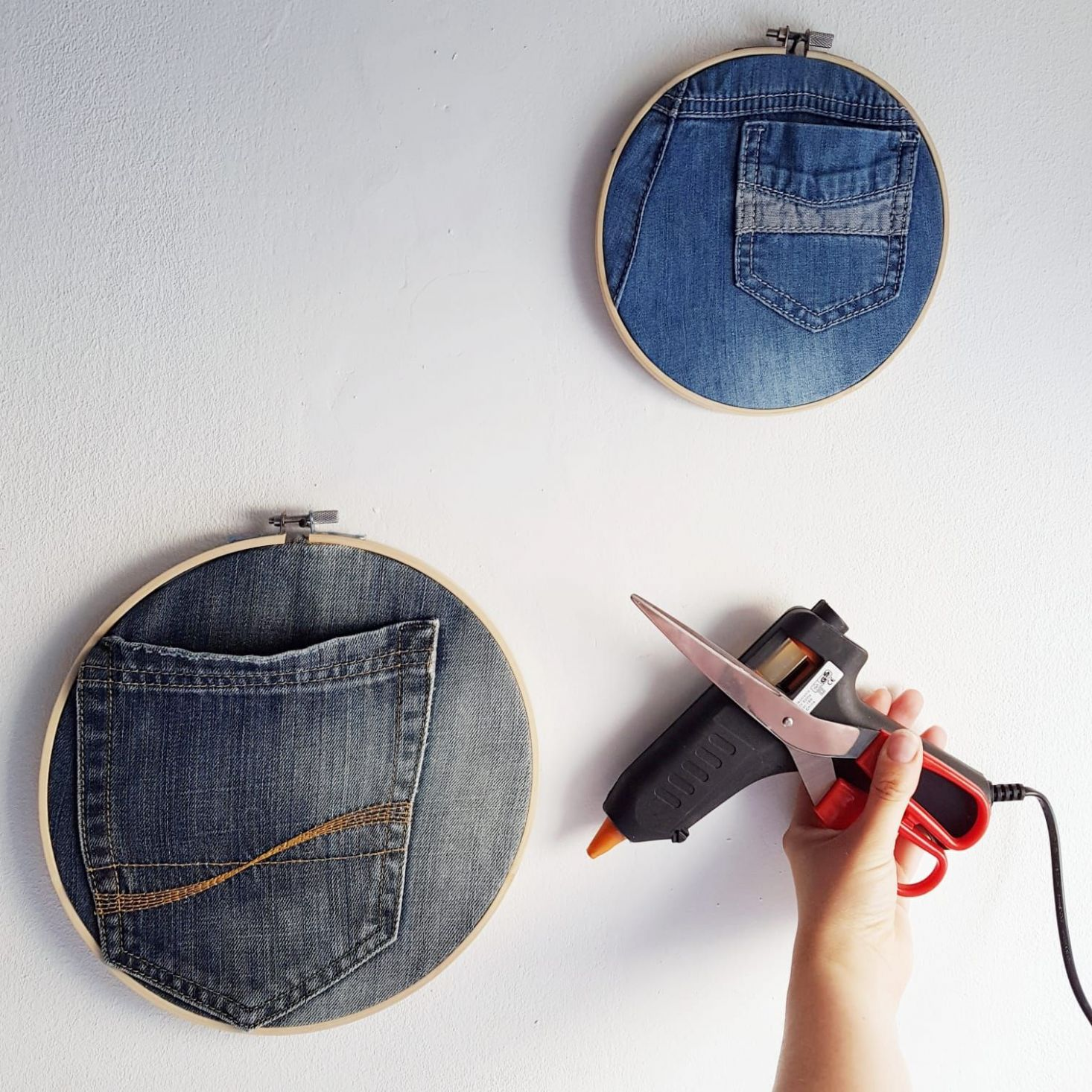 Embroidery hoops and recycled jeans wall art - cheap and quick ..