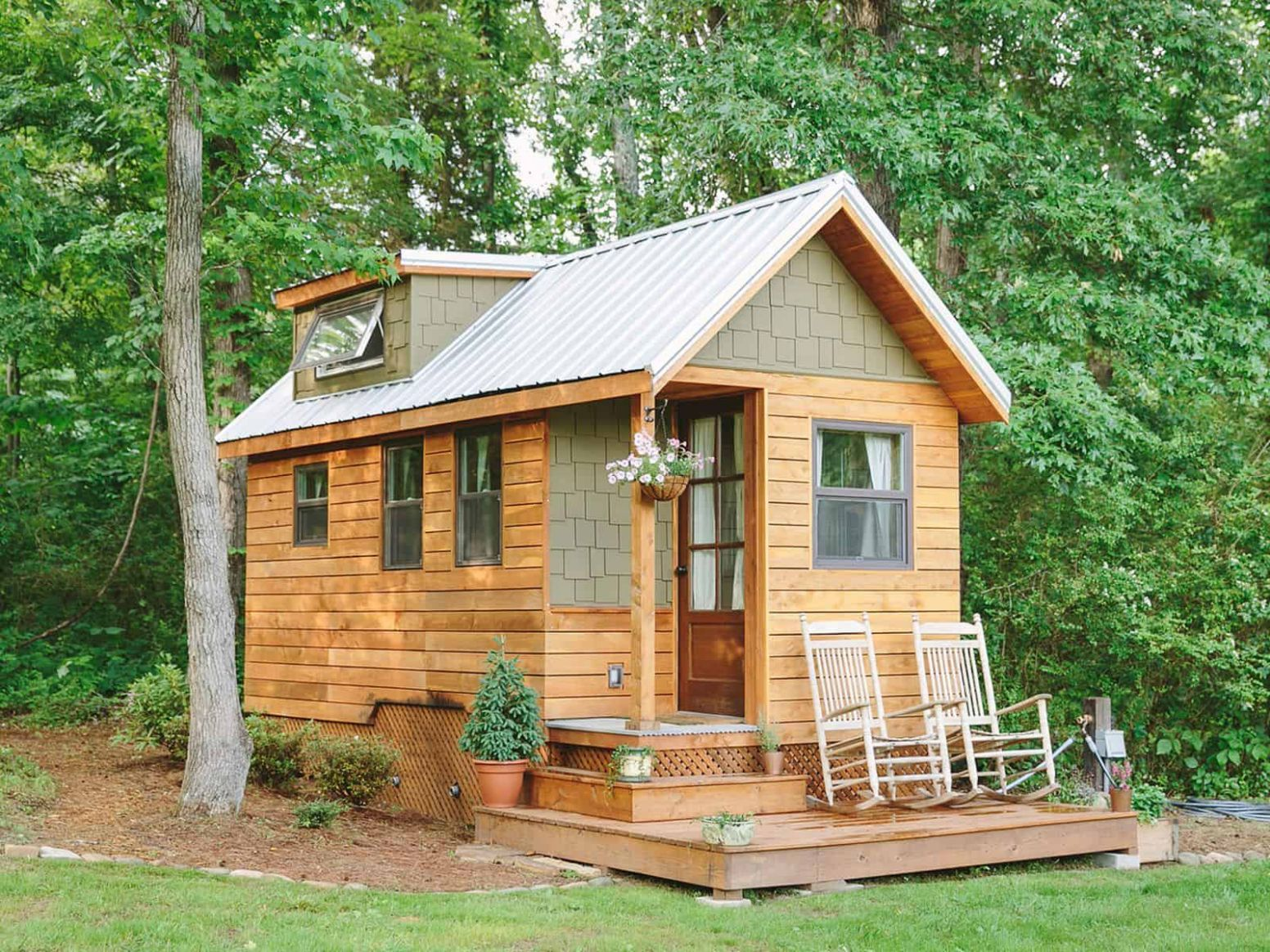 Extremely Tiny Homes: Minimalistic Living in Style - tiny house cottages