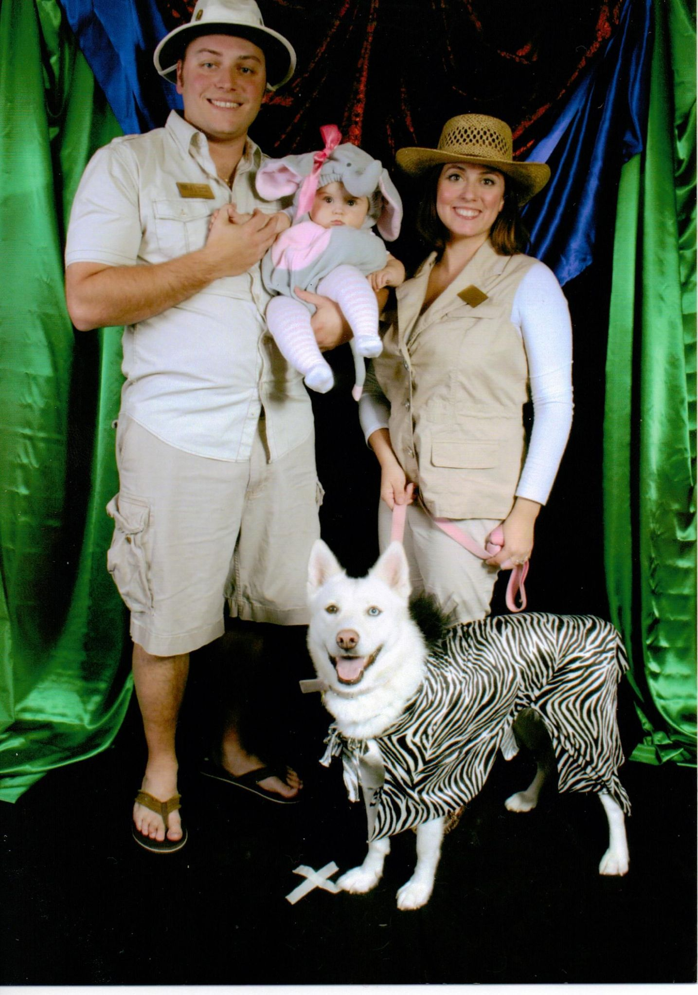 Family Halloween costume with dog - zoo keepers or safari (With ...