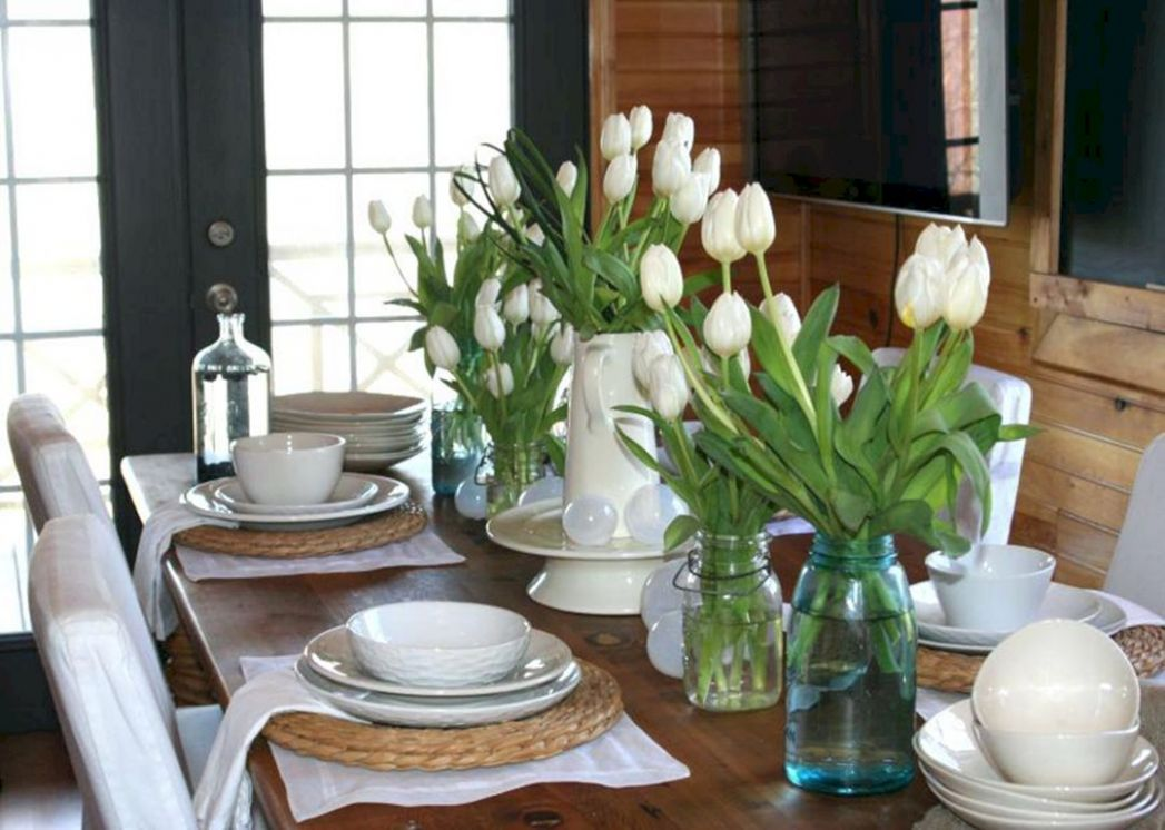 Flower Vase at the Dining Table – DECOOR - dining room vase ideas