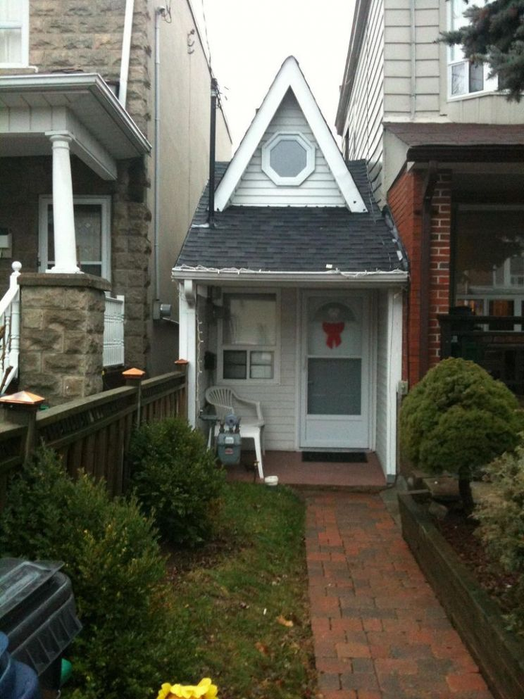 Found it! The Smallest House in Toronto (With images) | Tiny ...