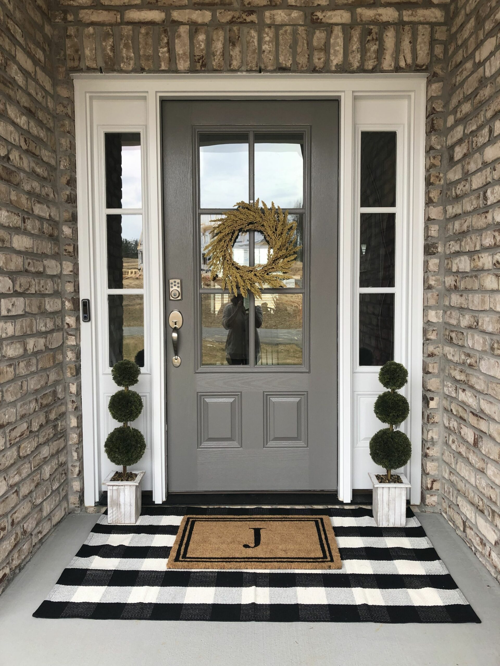 frontporchideas #frontdoor #modernfrontporch #farmhouse ..