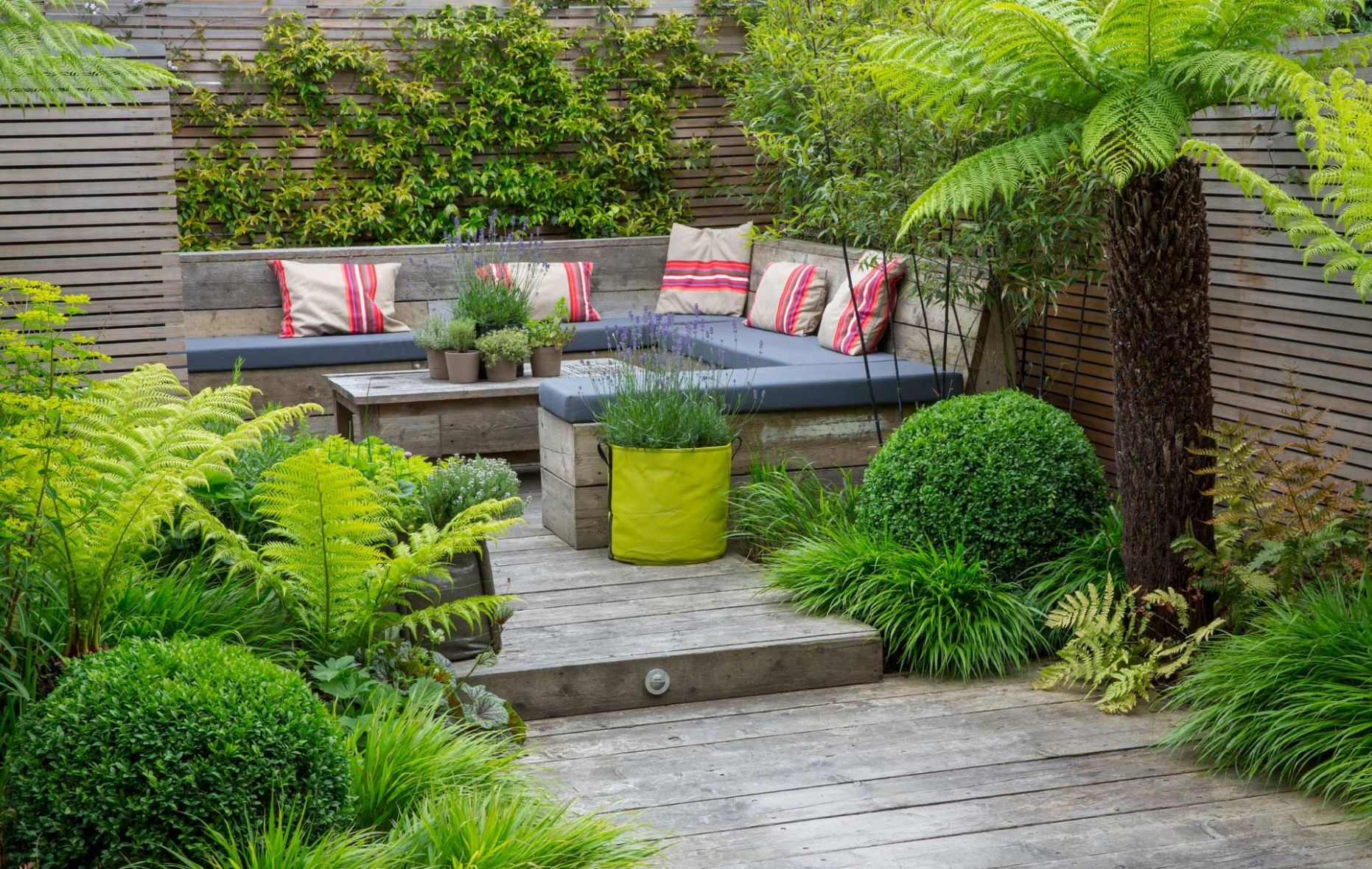 garden seating area Design London … | Garden seating area, Urban ...