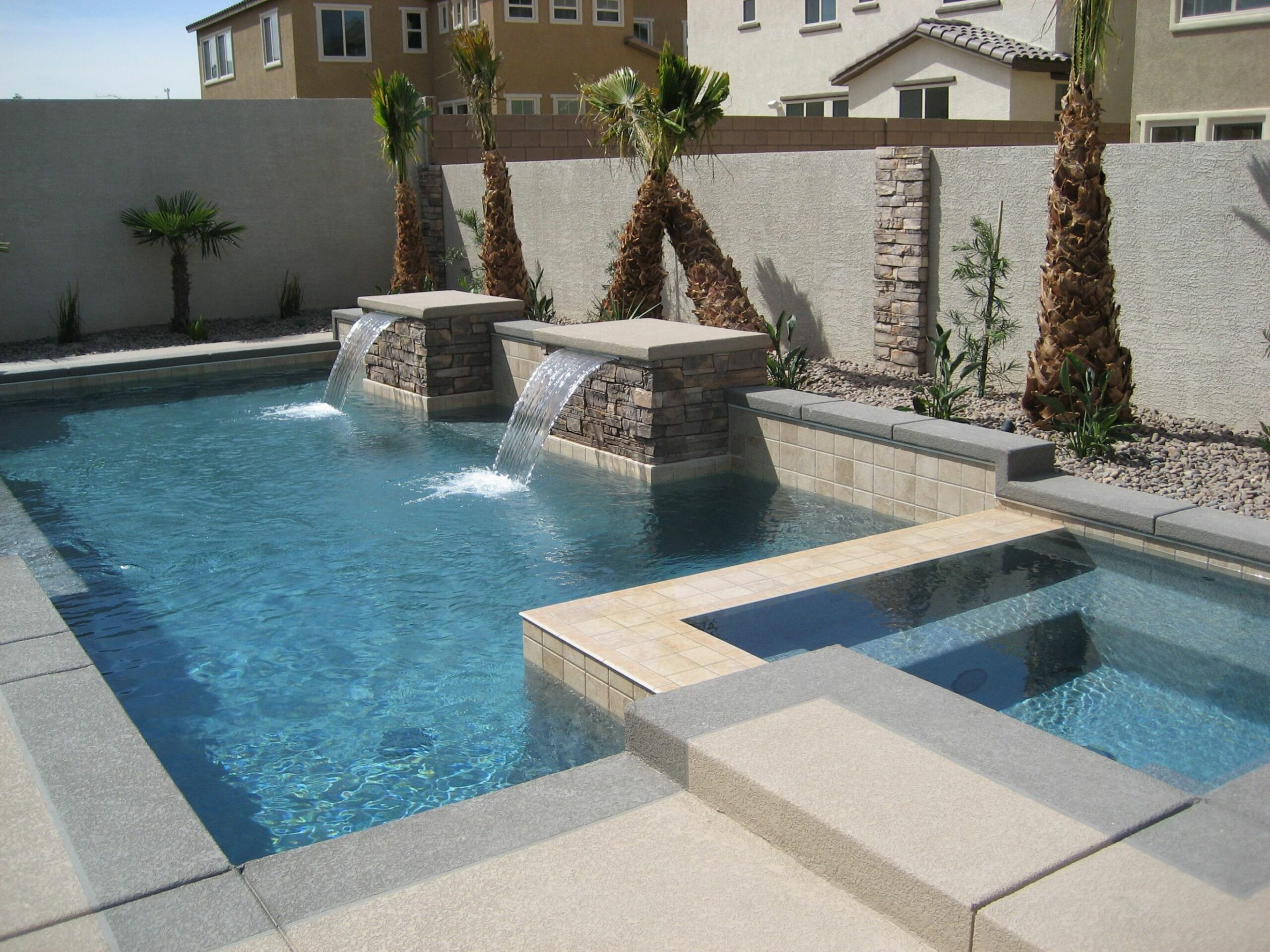 Geometric design pool and spa with water features (With images ..