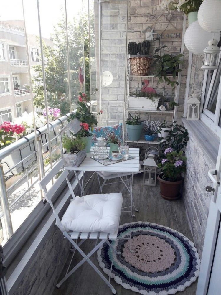 glass enclosure for balcony (With images) | Small balcony decor ...
