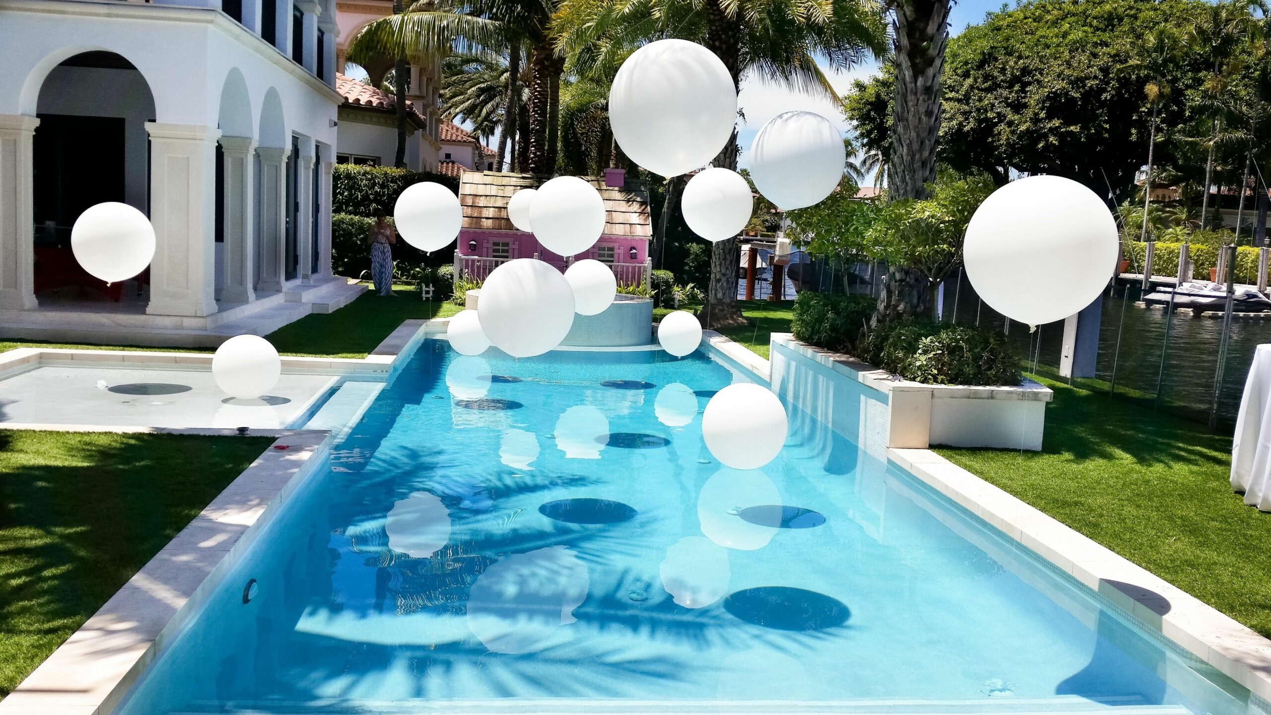 Gold and white | Backyard party decorations, Swimming pool wedding ...