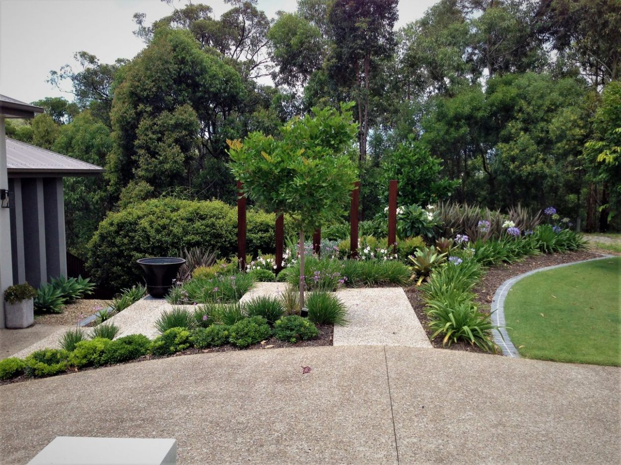 Gold Coast Contemporary Front Garden with Timber Feature (11 ..
