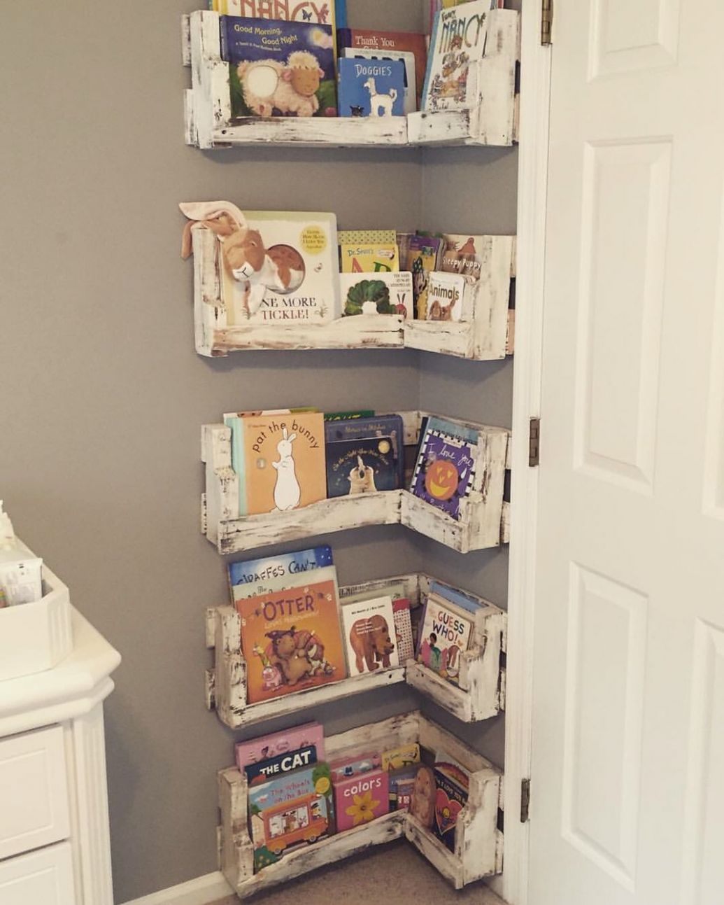 Great for small baby rooms! DIY Pallet Board Bookshelf for Nursery ...