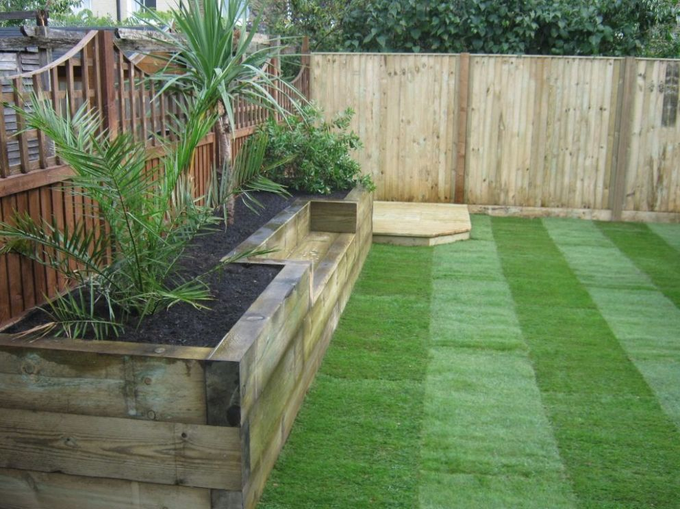 GREAT IDEA!!!!!!...........Raised bed with bench. (With images ..
