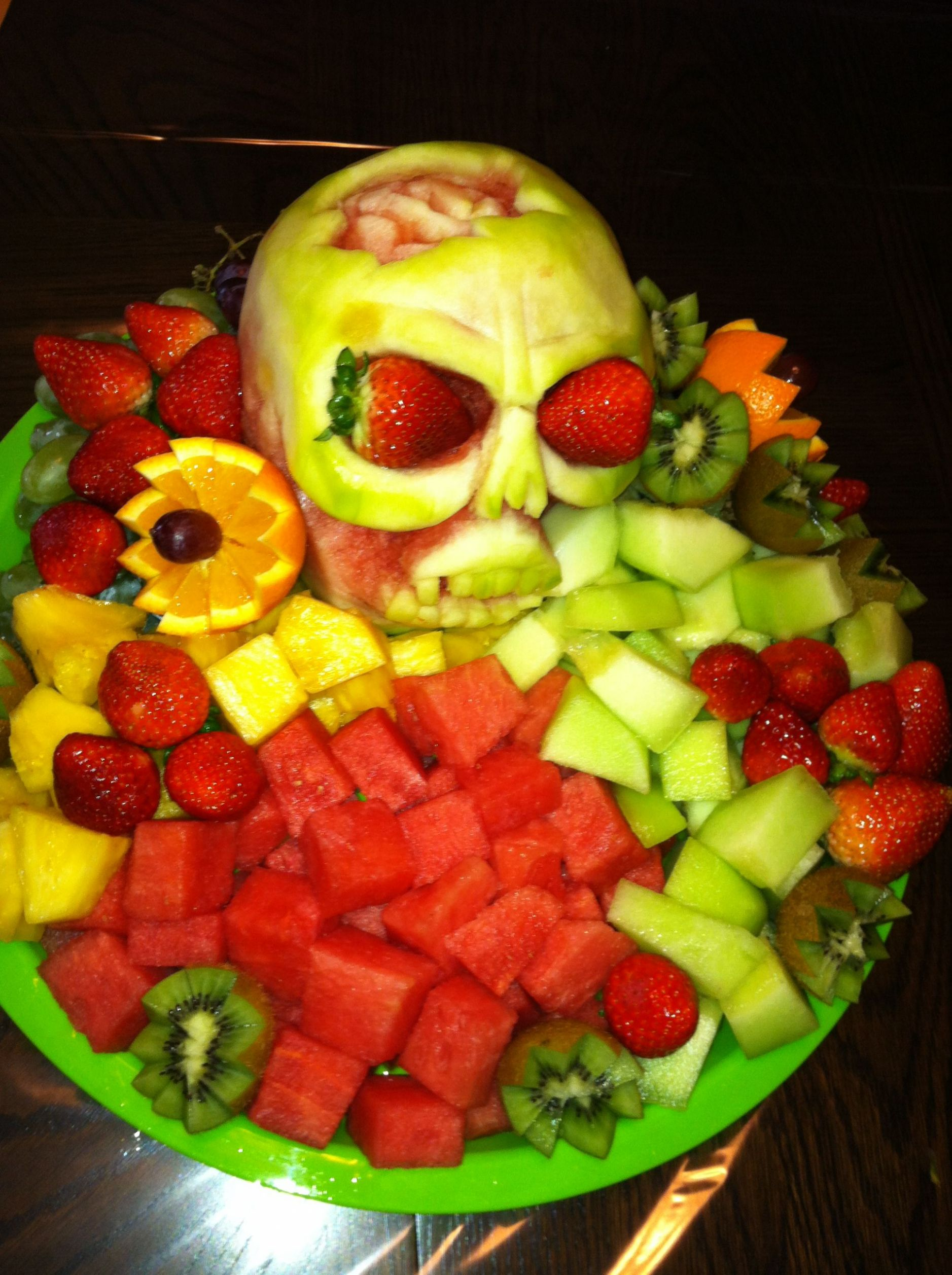 Halloween fruit carving (With images) | Food carving, Fruit ...