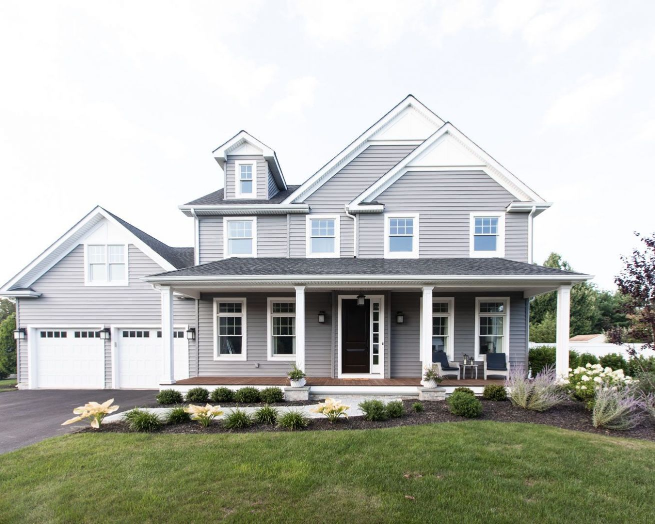 Home Exterior Inspiration (With images)   House exterior, Gray ...