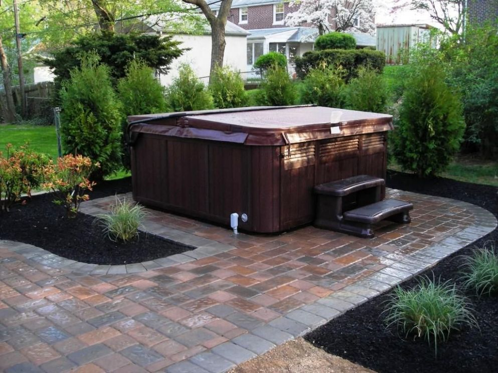 Hot Tub Landscaping Privacy : Backyard Hot Tub Landscaping Ideas ...