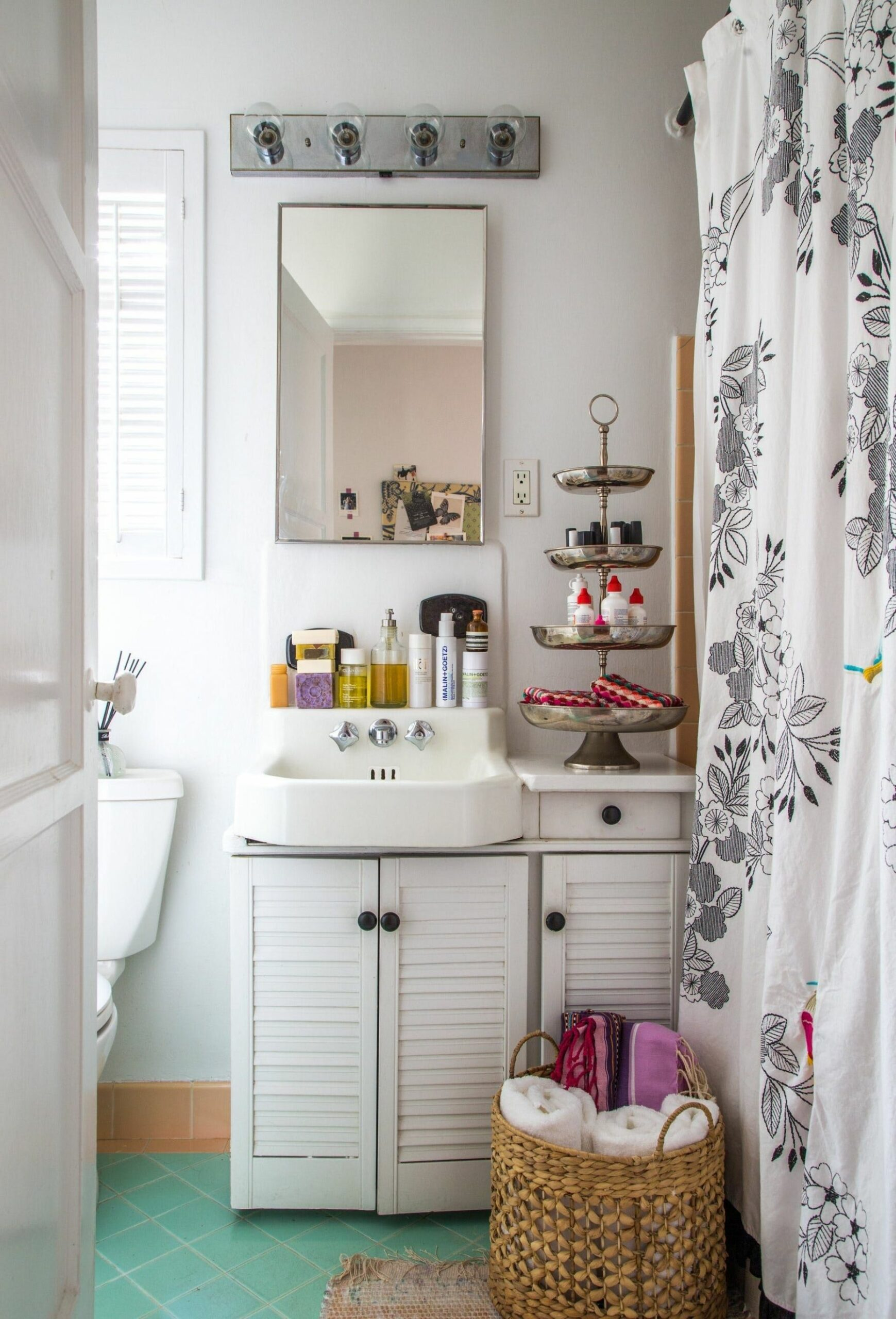 How to Love Your Tiny Rental Bathroom: Styling Ideas from 9 Real ..