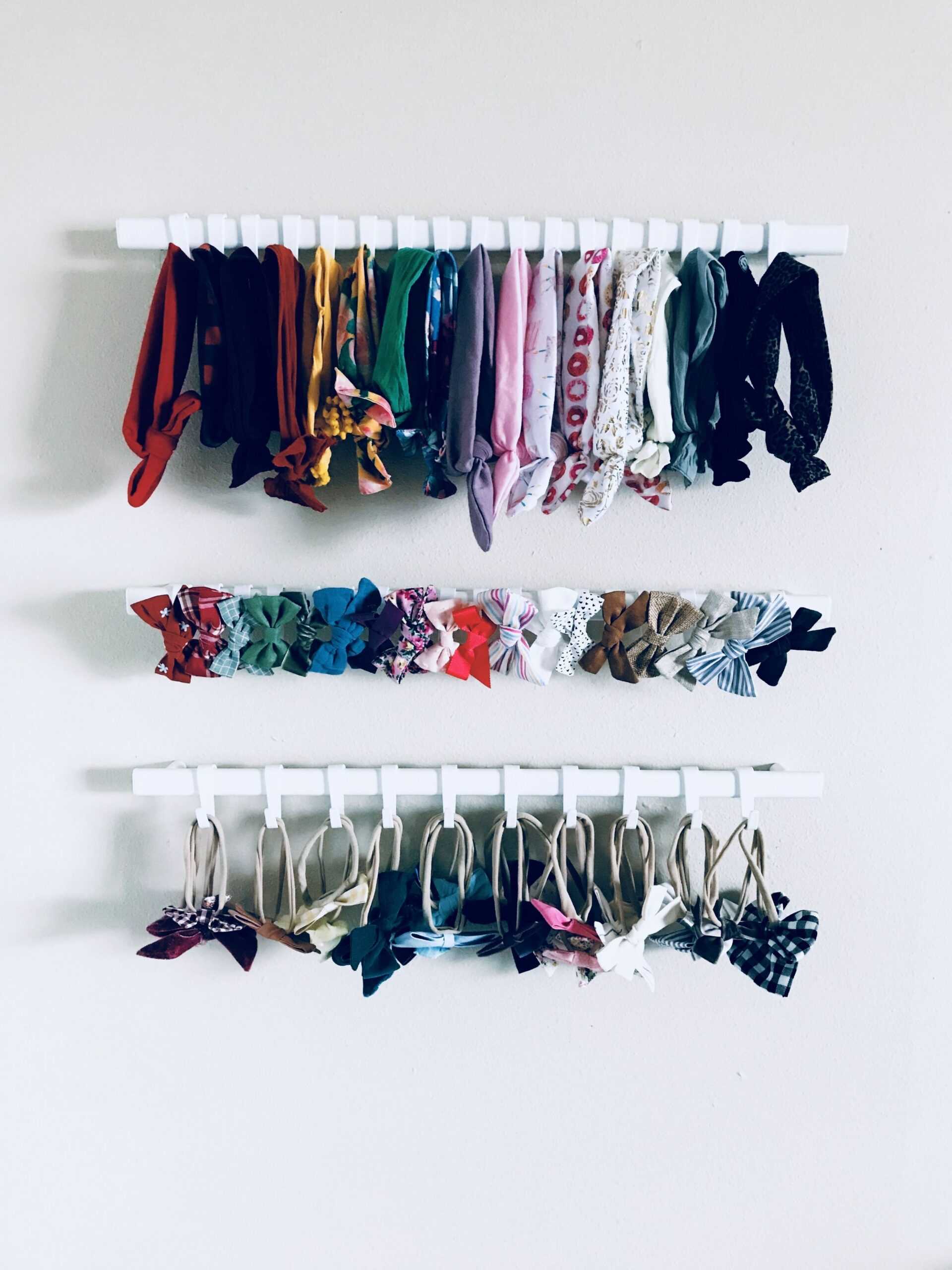 IKEA Sunnersta rail + hook bow & headband organization! | Baby ..