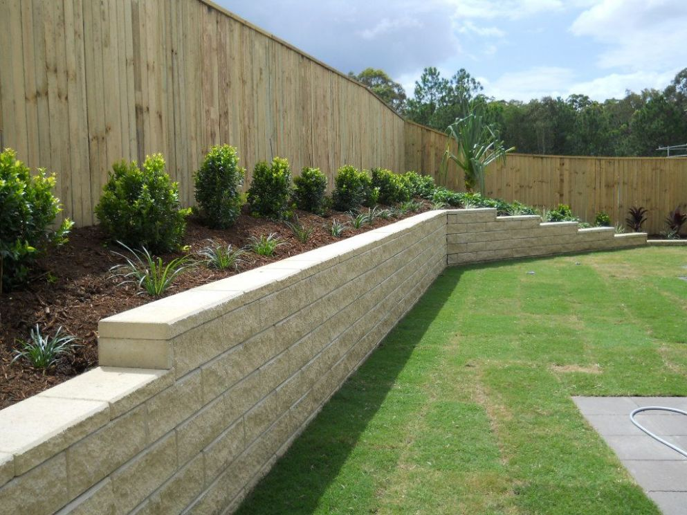 inground pool with retaining wall | GC Landscapers | Pool ..