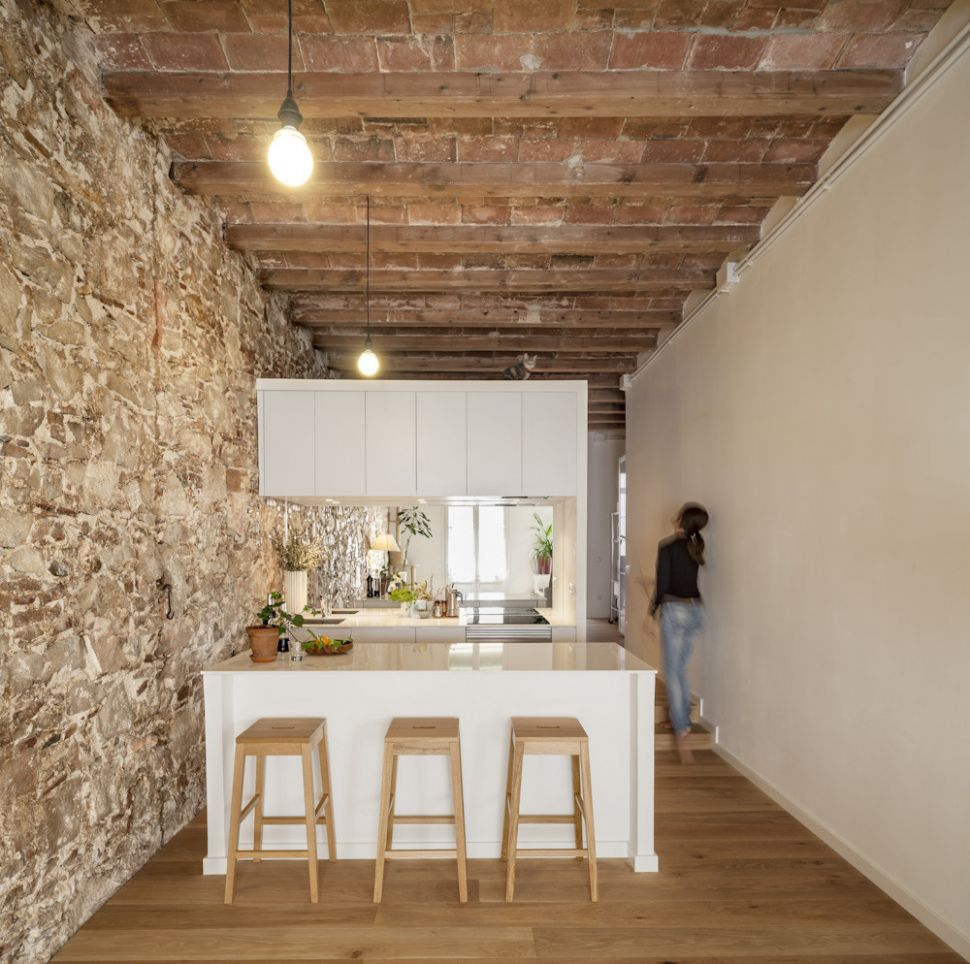 Interior Renovation of an Apartment in Les Corts / Sergi Pons ..