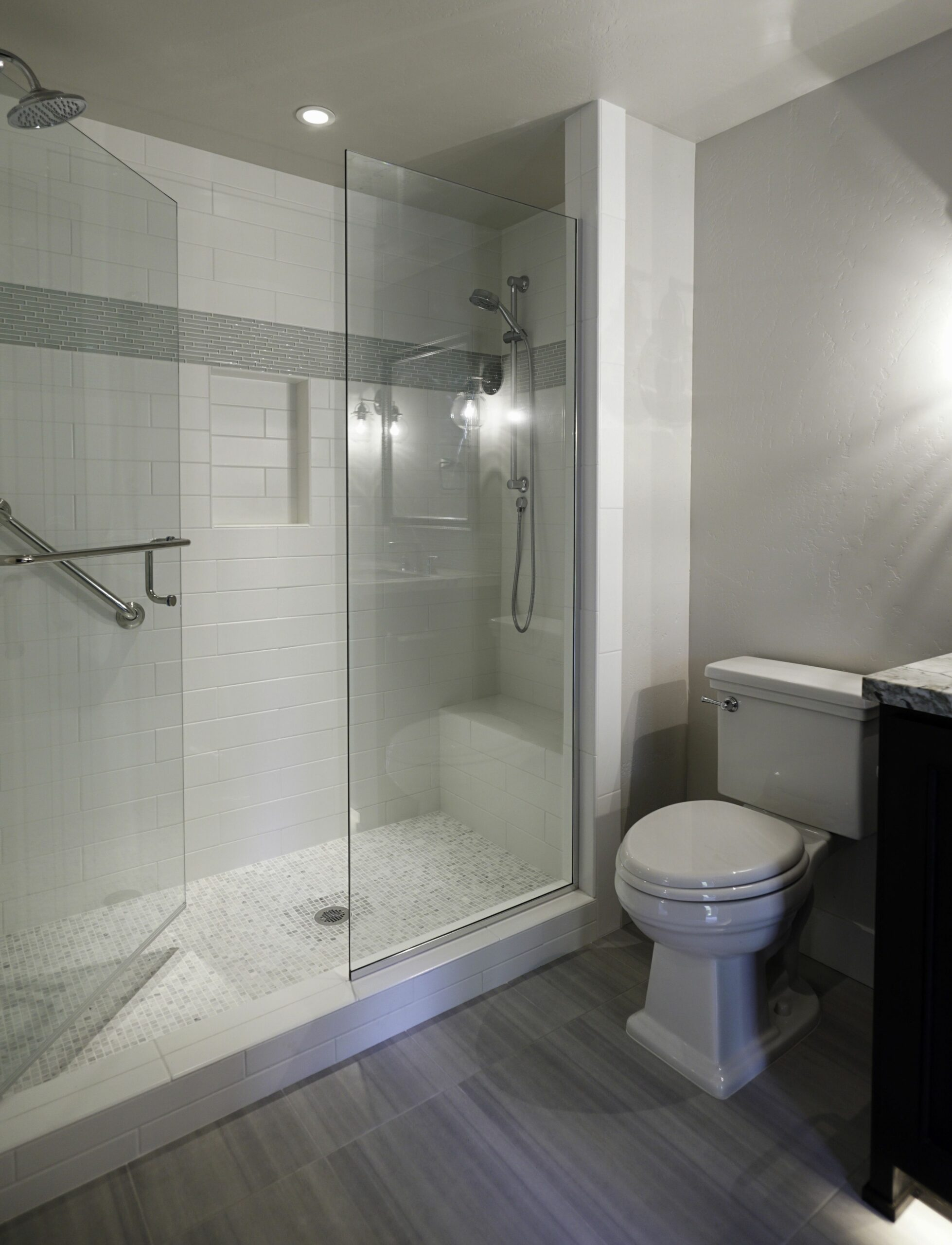 Love this large shower with bench | Bathroom interior, Bathroom ..