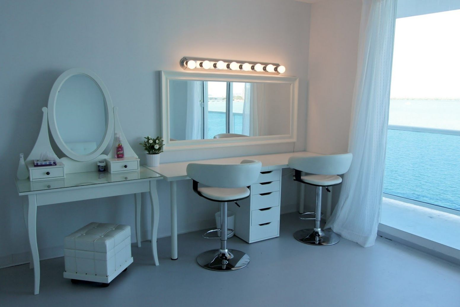 Makeup studio. Minus the vanity on left; theres no need for it ...