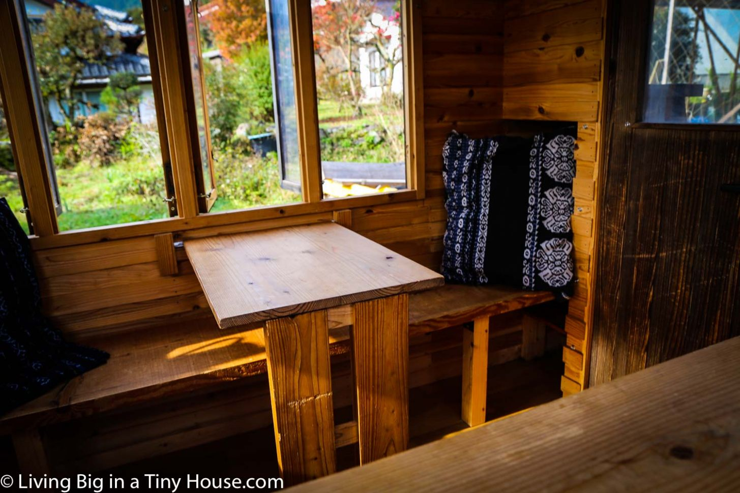 Master Craftsman In Japan Builds Amazing Tiny House On Wheels ...